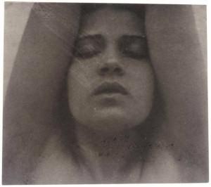 Tina Modotti fotografata da Edward Weston