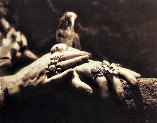 frida kahlo méxico foto di Gisèle Freund cctm arte amore cultura poesia pittura italia latino america miglior sito poesia miglior sito letterario