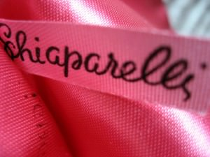 Shocking Pink Schiaparelli donne