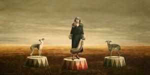 mujer y dos perros