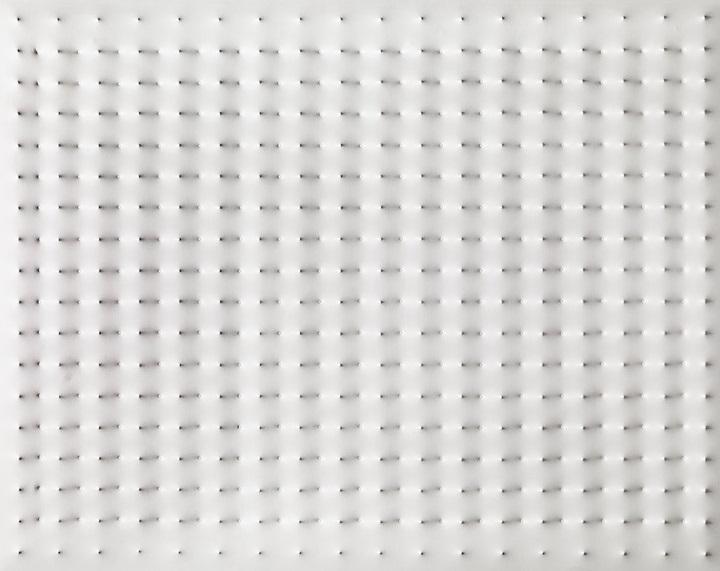 enrico castellani pietro manzoni merda artista minimalismo superficie bainca cctm caracas
