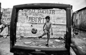 foto dal web eduardo galeano fantasia celebrazione bambino manine matita orologio zio pallone tv cctm caracas