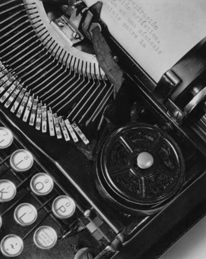 foto Tina Modotti 1928 julio antonio mella macchina scrivere messico méxico cctm caracas udine latino america