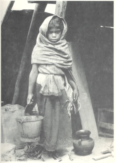 tina modotti bambina che porta un secchio messico fotografia sovversiva arte poesia latino america cctm caracas