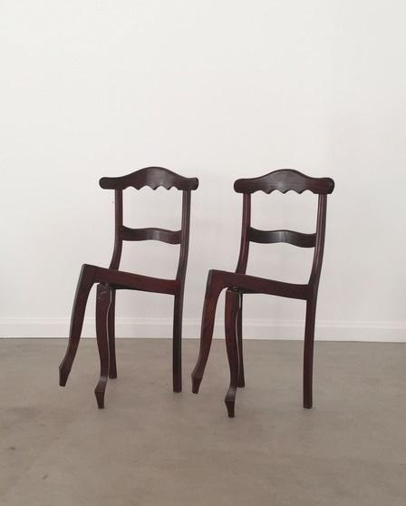 luiz philippe chair crossed leg cctm arte untitled